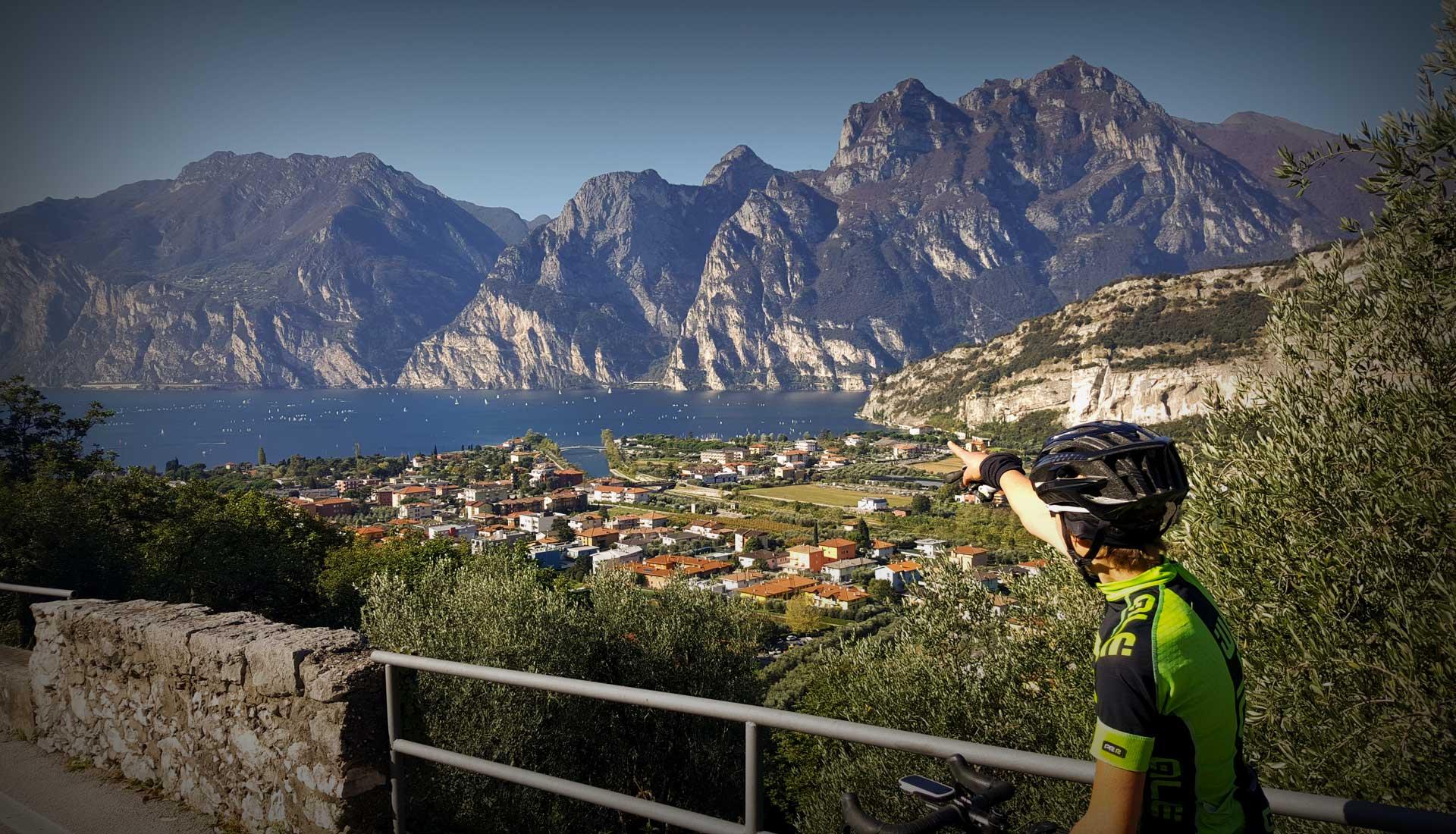Rennradfahren am Gardasee - Mit Blick auf Torbole